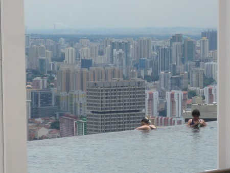 Marina Bay Sands - Sky Park Pool's apparent sheer drop