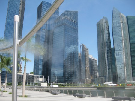 Singapore's Misting Sculpture with the Financial District behind