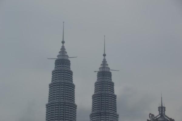 Petronas Towers with Gantries?