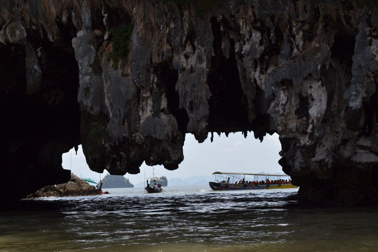 Under the Rocks 'Hong'